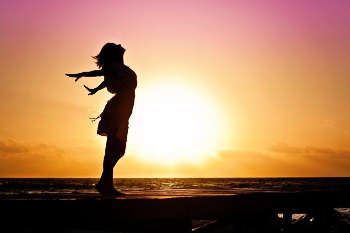 beach-woman-sunrise-silhouette-40192
